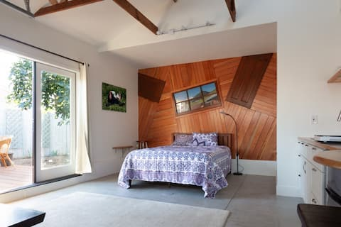Charming studio with artistic touch near LAX