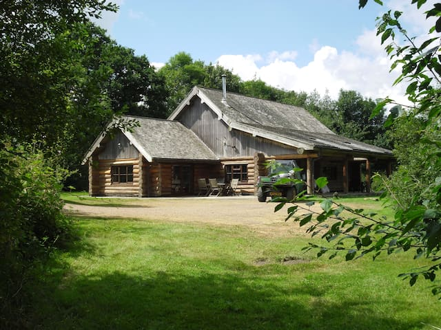 Tamarack lodge  Self Catering cabin at fyfett farm - Otterford