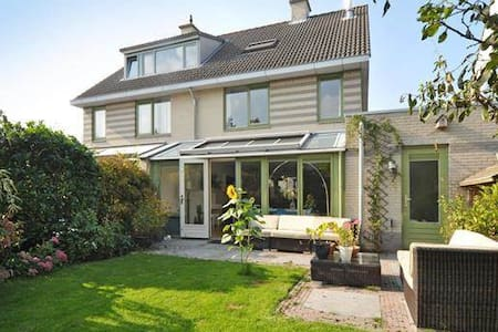 Spacious 4 bdrm House near The Hague Rotterdam - Nootdorp