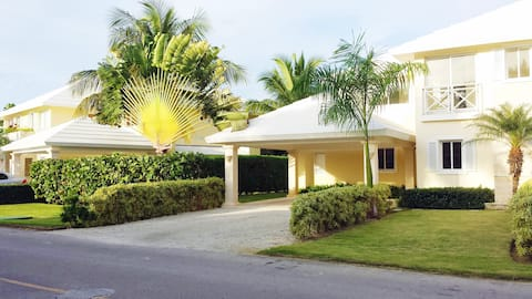 Villa Life, Beach & Golf Paradise!