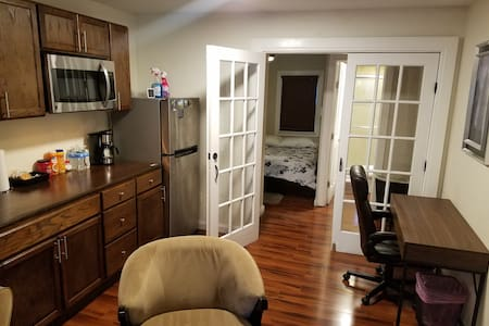 Separate entrance, private bathroom, kitchenette!