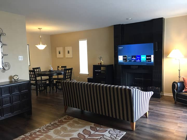 3-Bedroom, 3-Level Condo Near UT Dallas,  CityLine