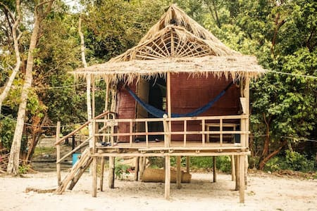 Small Beach Front Bungalow w. shared Bathroom