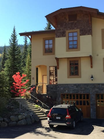 Spacious Townhome at McGillivray Creek - Sun Peaks
