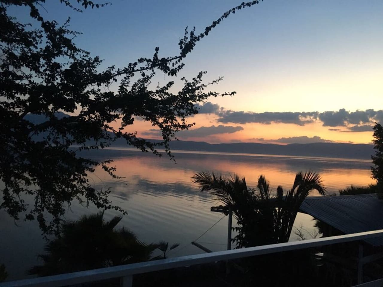 Lake View from upper rooms. Every afternoon you will look this !!
