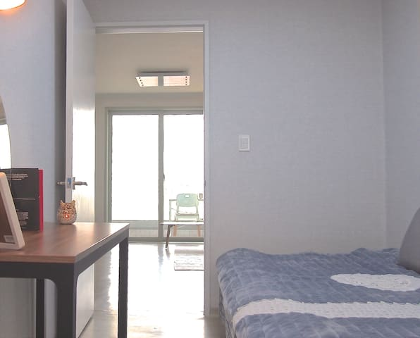 A private bedroom in flat, Suwon, 5mins from Metro - Yeongtong-gu, Suwon-si - Lejlighed