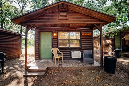 Sleepy Hollow Quaint Efficiency Cabins Located in the Heart of Hochatown