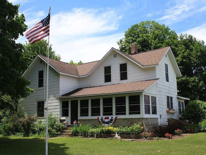White Farms Northern Getaway-Near Lake Ann, MI
