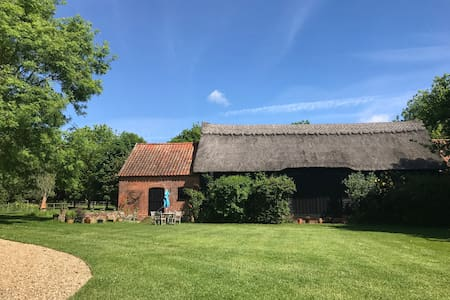 Idyllic Suffolk country barn