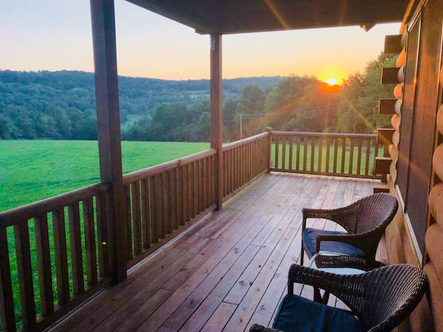 Secluded 3-br Log Home Getaway Norwich, NY