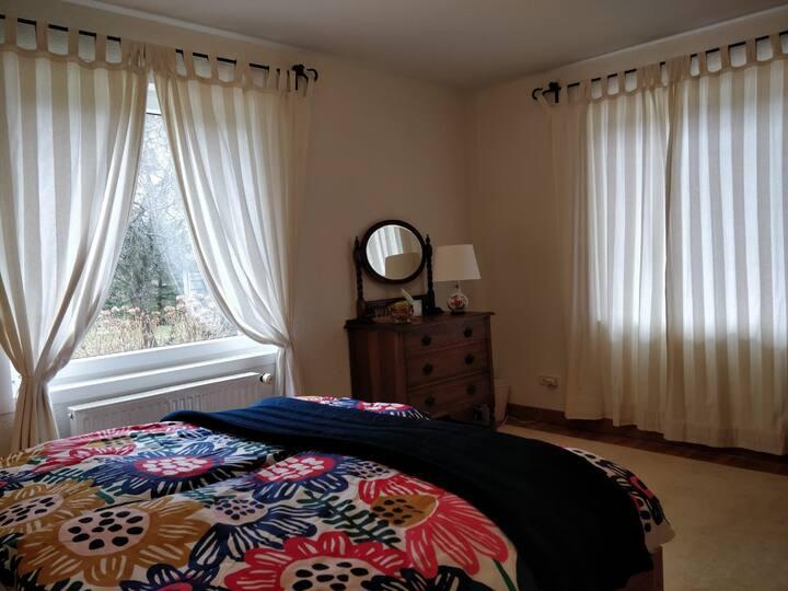 1 chambre lumineuse (sur 2) entre Genève et Annecy