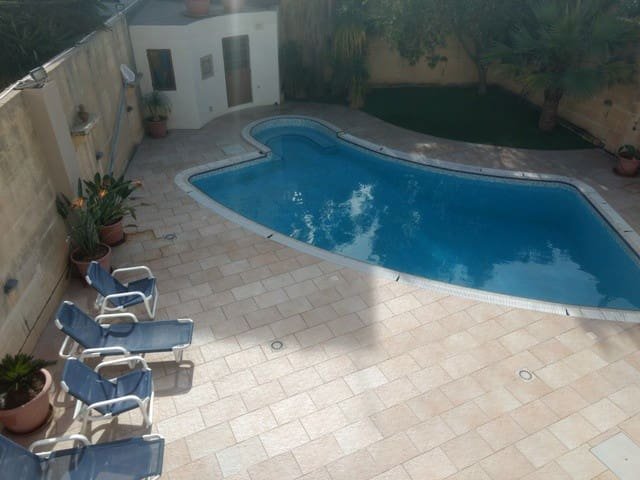 Fully AC, 4 Bed. detached property with pool