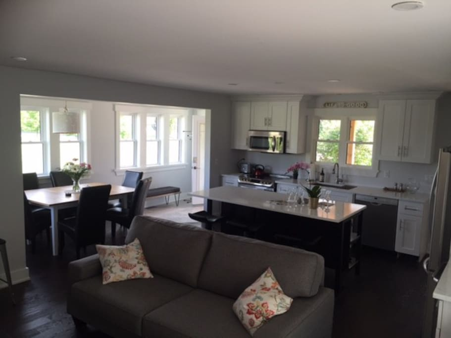 Station House Niagara    Put up your feet, Relax & Enjoy the open concept Livingroom / Kitchen complete with a large screen TV, Fireplace, Coffee Station & Wine Fridge. Eat at the island or around the large dining table.