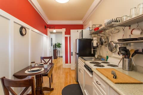 Studio on Irving Ave So, $700 special for 14-days