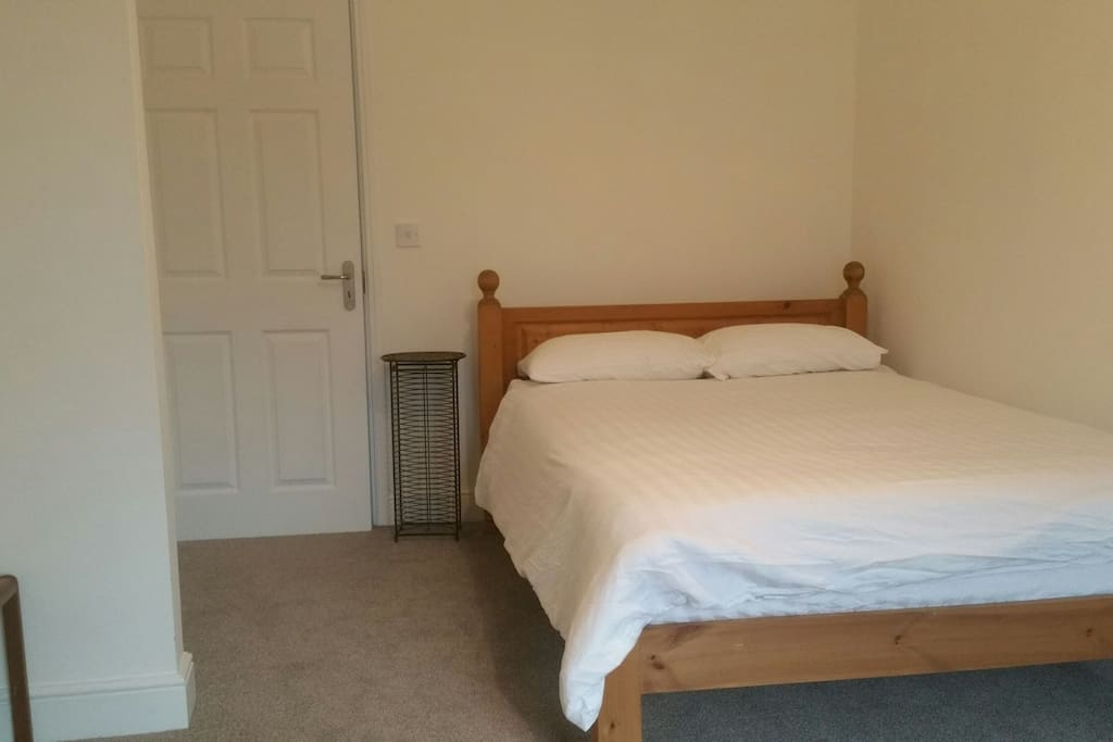 Lovely bright and airy double room. Plenty of room.