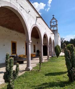 """Habitación privada """"Josefina"""" Hacienda de Tupátaro"""