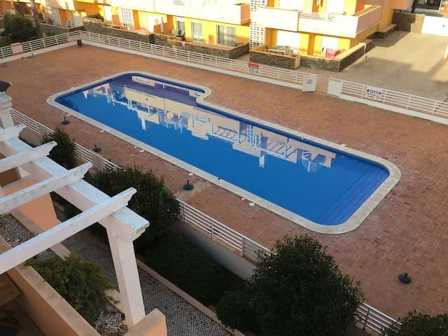 Uma Casa do Luxo com piscina e ar-condicionado