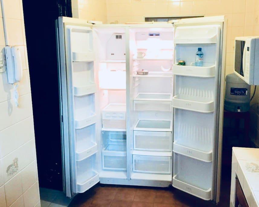 Espacioso refrigerador!!!