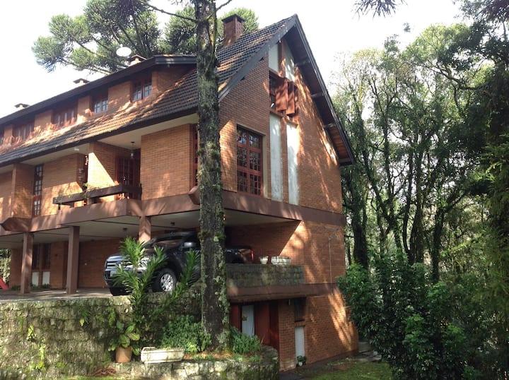 Casa em condomínio fechado próximo ao Lago Negro!