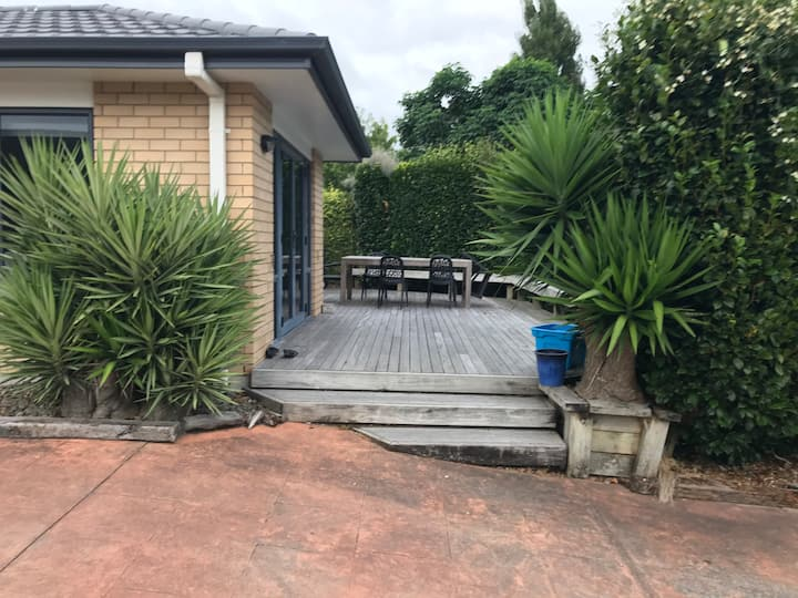 Sunny, private central Tauranga getaway home