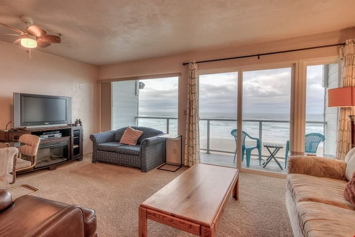 Nye Suite - Second-Floor Oceanfront Condo Has Spectacular Views of Newport's Nye Beach!