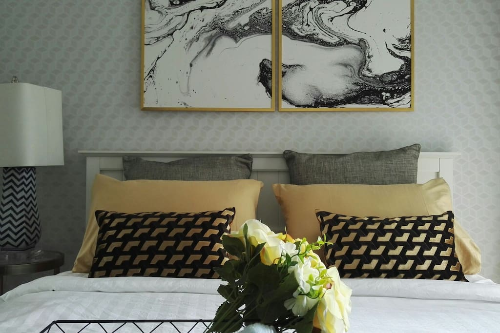 King size bed and modern decoration