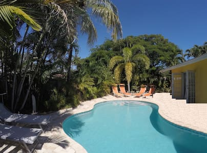 Beautiful, very clean pool home - close to beach - Wilton Manors
