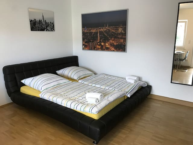 zimmer mitten in stuttgart city wohnungen zur miete in stuttgart baden w rttemberg deutschland. Black Bedroom Furniture Sets. Home Design Ideas