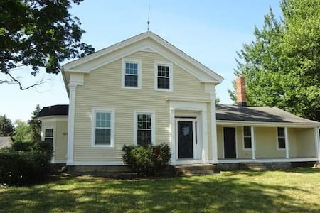 Charming Farmhouse -PerfectLocation - Northfield - บ้าน