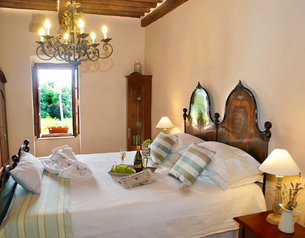 Romantic Medieval Tower House - Casa Colomba