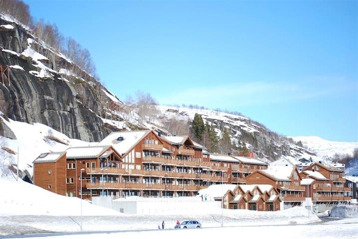 Ny og moderne leilighet ved Sinnes Panorama - Sinnes - Apartamento