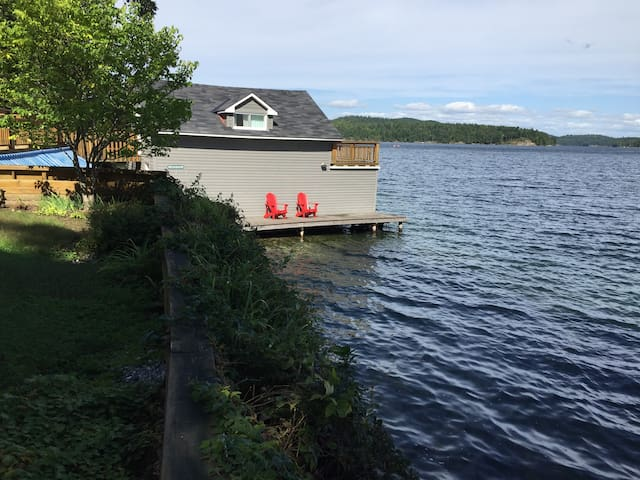 boat house can accommodate 17 foot foot