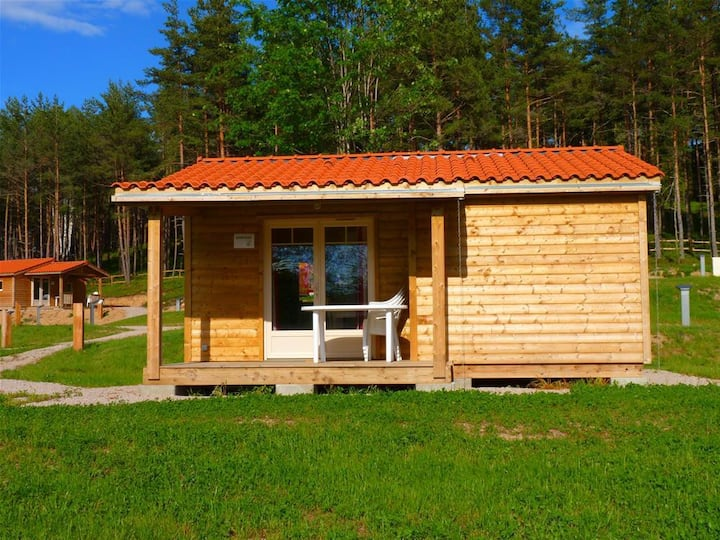 Wooden chalet of 30m2 for 4 people.