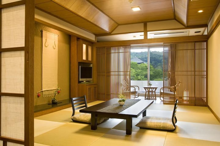 "A Relaxing Stay at the ""Hotel New Wakasa"" in Nara, Breakfast and Dinner Included【2 pax】奈良公園、東大寺へ徒歩5分。朝食・夕食付"