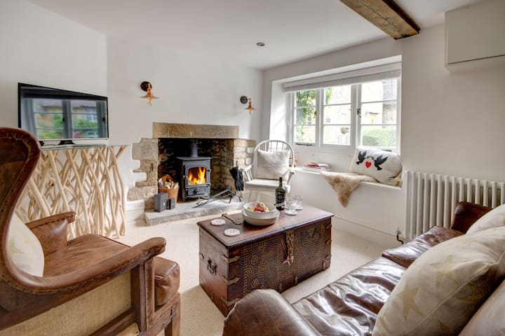 The Little Cottage in the Cotswolds- boutique stay