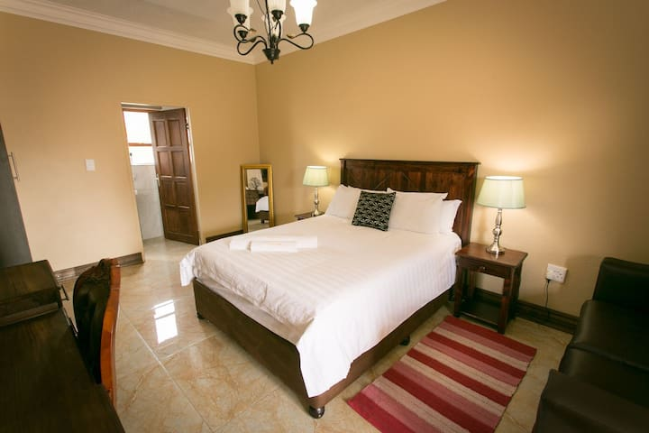 Deluxe Double Room w/Shower (E)