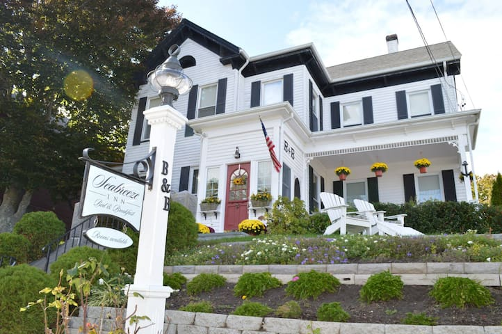 Seabreeze B&B in Plymouth Harbor,Anchor room.