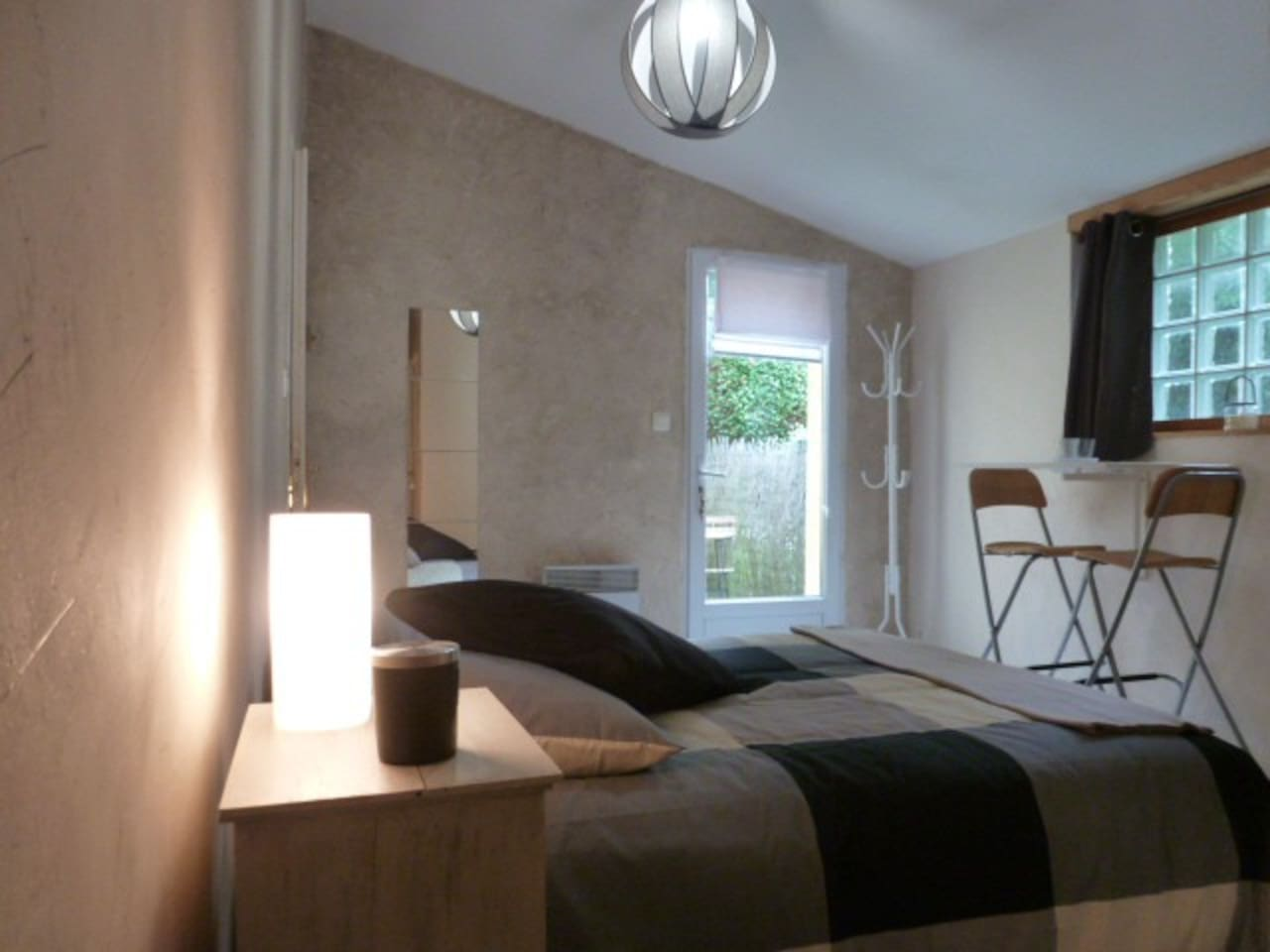 Chambre privée avec son coin terrasse aménagé