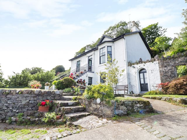 CLYDE COTTAGE, with a garden in Dunoon, Ref 22215