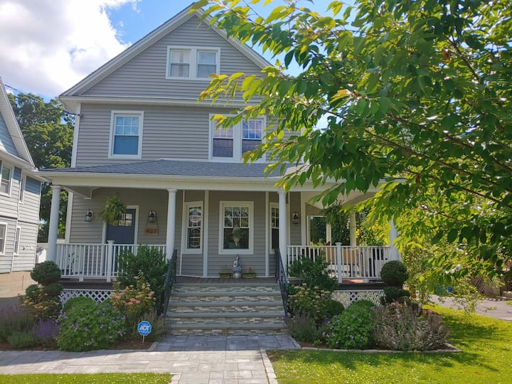 Peaceful Updated Colonial