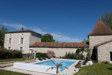 Très belle maison de maître, piscine chauffée - Espiens - บ้าน