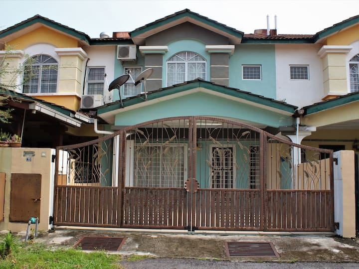 Seksyen 8 Bandar Baru Bangi, Homestay Hamdani