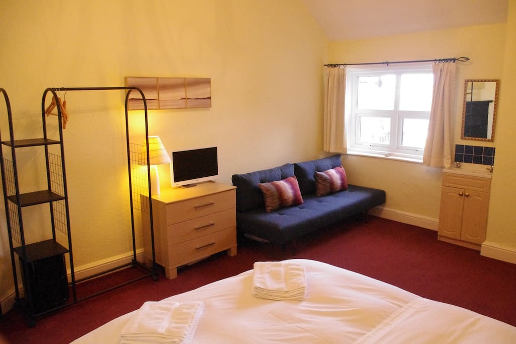 Bedroom 1 - 2nd floor: Kingsize bed, sofa bed (single/double), travel cot, Apple TV.