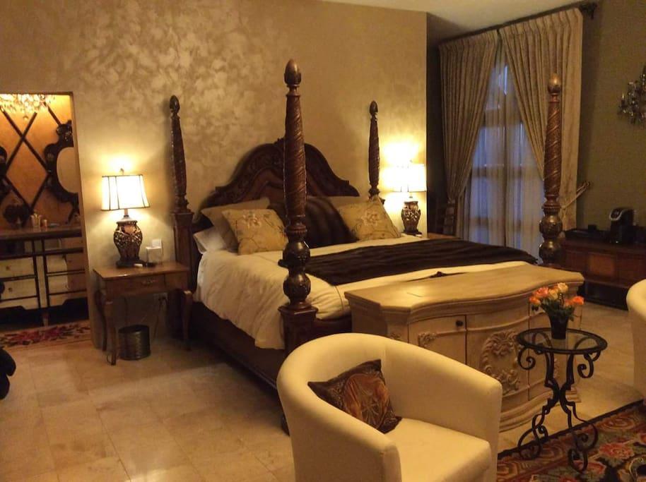 A beautiful king sized Tempur-Pedic bed