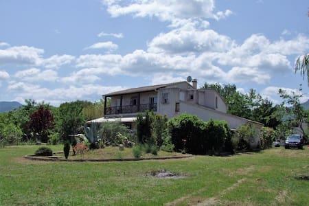 Villa en location entière à 5mn de la plage - Castellare-di-Casinca - Rumah