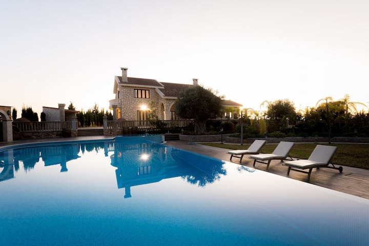 Grand Mansion Countryhouse - Private Getaway