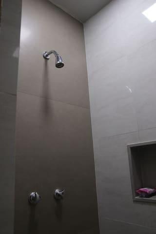 Quarto de banho - água quente e fria