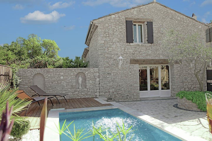 Luxurious Villa in Aix-en-Provence with Jacuzzi