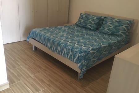 Grazioso mini appartamento sul lago - Lesina