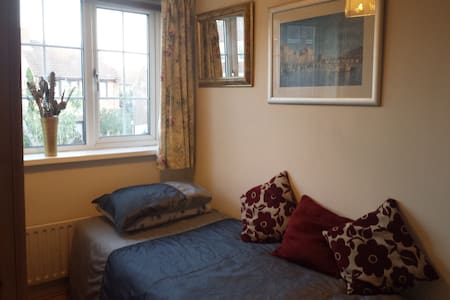 Single bed in double room in Sherwood Forest - Rainworth - Дом